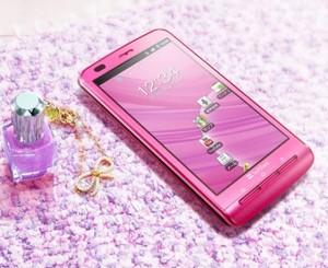 Женщина и мобильный телефон