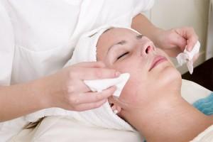 Чистка лица: основные этапы проведения процедуры