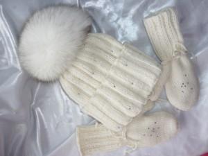Шапка с помпоном  на холодный сезон 2015