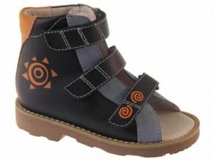 Ортопедическая обувь для малышей: поговорим о ее видах