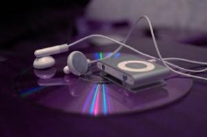 Слушаем музыку в наушниках