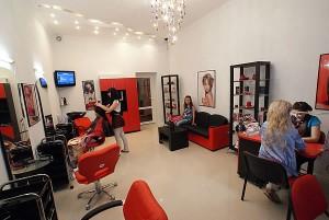 Женская потребность в салонах красоты