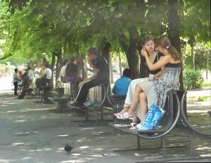 Культура досуга: сидите на скамейке правильно!