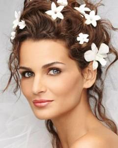 Образ невесты с серыми глазами: теплое обрамление холодного взгляда