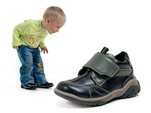 Что купить малышам на теплый сезон: поговорим об обуви