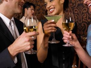 Женщина, вечеринка и платье-коктейль