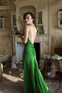 Встречаем год Лошади в зеленом платье и соответствующем макияже