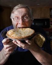 Женские хитрости: любимого мужчину кормим при помощи сухой сковороды