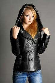 Кожаные куртки делают ставку на осень 2013