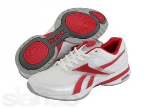 Незаменимая вещь для каждой женщины - кроссовки
