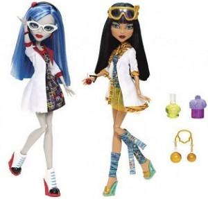 Очаровательная куколка Клео де Нил, принцесса песков и ученица школы Монстер Хай приглашает в увлекательную игру