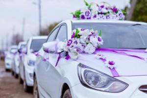 Украшение автомобиля в день свадьбы