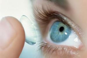 Как сделать безопасной коррекцию зрения с помощью контактных линз