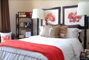 Игра с «декорациями» в интерьере: где актуально использовать подушки?