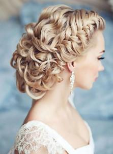 Создание свадебной прически: обязательно ли обращаться к профессионалам?