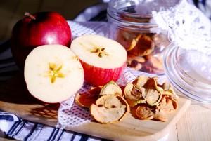 Сушенные яблоки: следует ли включать в рацион?