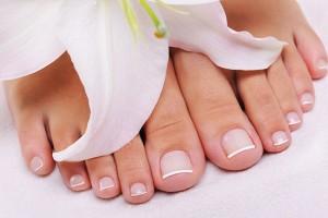 Педикюр - обязательная процедура ухода за ногами не только летом