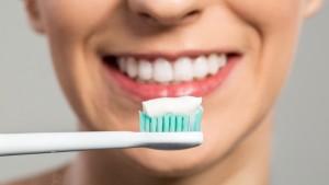 Работают ли отбеливающие зубные пасты?