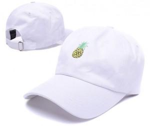 Самые модные модели женских кепок с козырьком этим летом