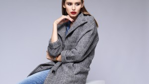 Серый цвет пальто на каждый день и в праздничные дни