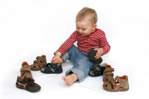 Выбираем детские сандали: нюансы выбора обуви для самых маленьких