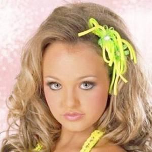 Стоит ли наносить макияж девочкам?