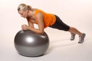 упражнения на мяче для пресса