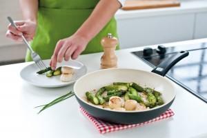 Посуда с керамическим покрытием - незаменимая вещь каждой хозяйки.