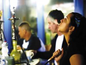 Можно ли девушкам курить кальян?