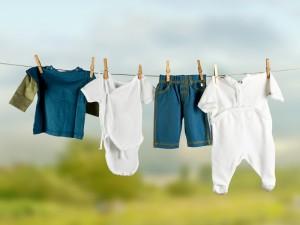 Правильно ухаживаем за детской одеждой