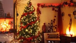 Нарядная ёлочка на Рождество и Новый год.