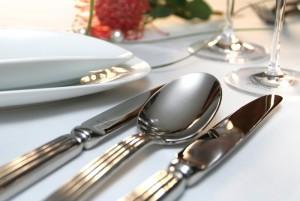 Столовые приборы и посуда