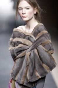 Актуальная мода на палантины, сделанные из натурального меха