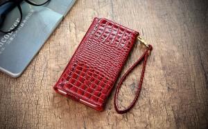 Зачем деловой женщине чехол-кошелек для телефона?