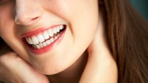 Эффективное отбеливание зубов в клинике «Мир здоровья»